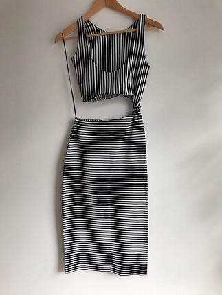 Göbeği Açık Elbise
