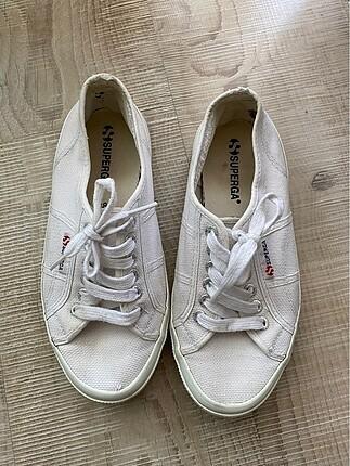 Beyaz spor ayakkabi