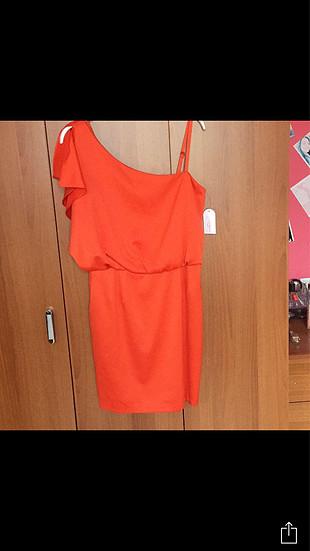 Yeni etiketli turuncu elbise