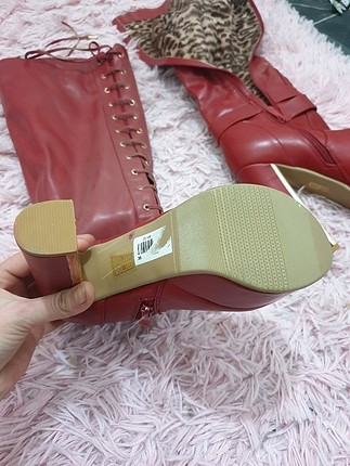 Pelinin Ayakkabıları kırmızı bot