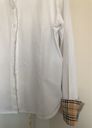 Beyaz uzun kollu gömlek