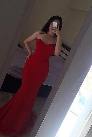 Kırmızı balık elbise