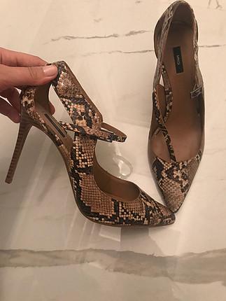 1-2 kere giyilmiş temiz ayakkabı