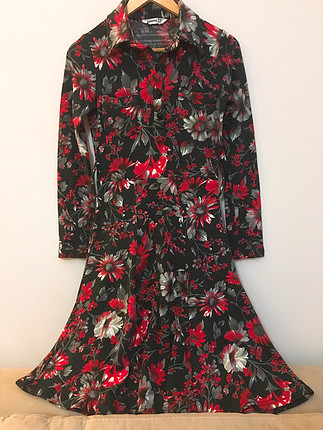 Mango Kan kırmızı çan elbise çizmelerle süper????????