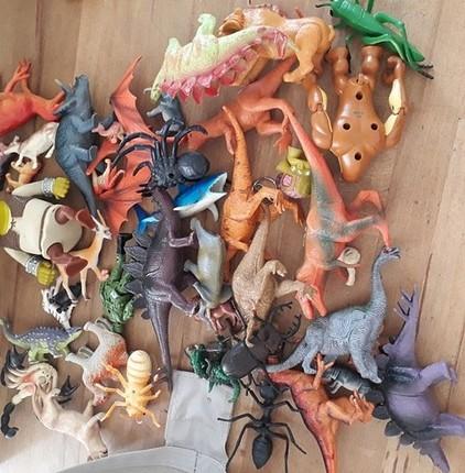 bir suru hayvan oyuncaklar