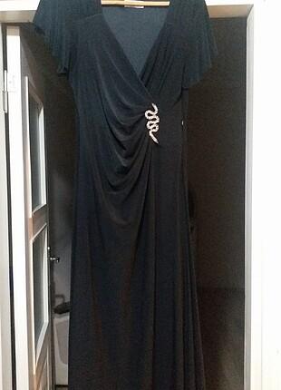 siyah kruvaze aksesuarlı elbise