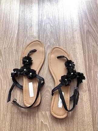 Siyah çiçekli primark sandalet