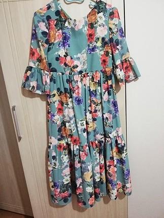 çiçekli kullanılmamış elbise