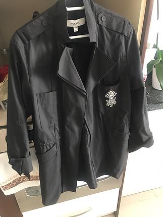 İpekyol taş detaylı ceket