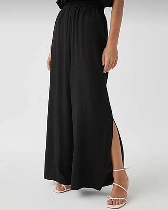 siyah yırtmaçlı dökümlü pantolon