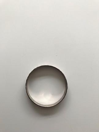 Gümüş rengi bilezik