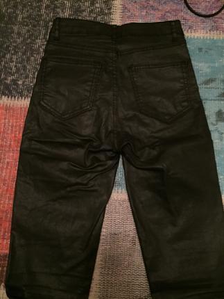Deri pantalon uygun fiyata indirilir
