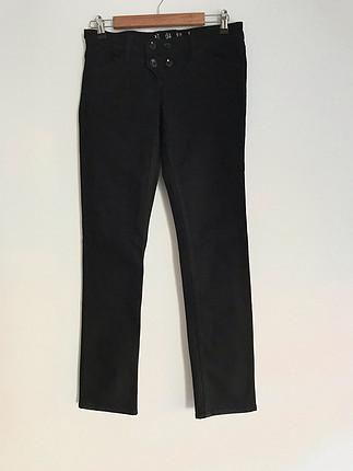 Siyah kot pantolon