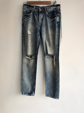 Yırtık kot pantolon