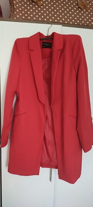 Kırmızı uzun ceket