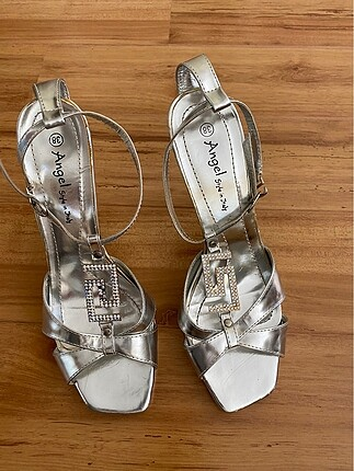 Angel topuklu ayakkabı
