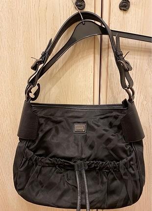 Burberry siyah kumaş ve gerçek deri çanta