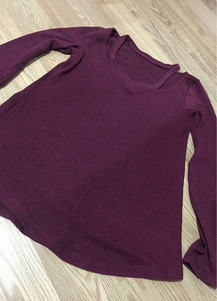 Mürdüm yaka dtaylı triko bluz yumoş yumoş bi ürün s-m uyumludur