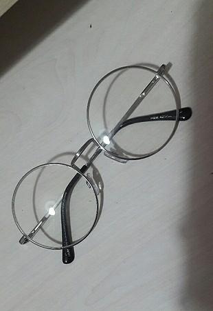 Yuvarlak gözlük