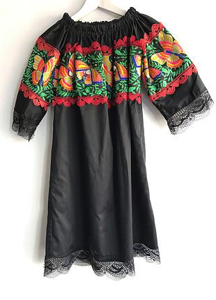 Kelebek desenli elbise