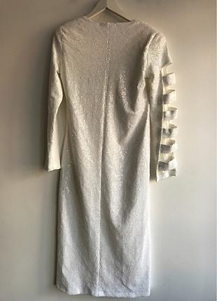 Pullu dekolteli elbise