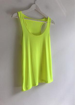 Neon yeşili t-shirt