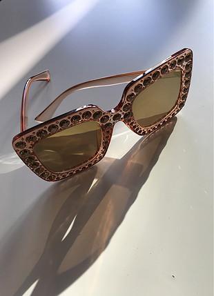 Taş detaylı güneş gözlüğü