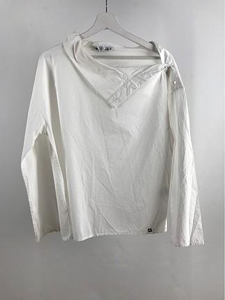 Yakası Düşük Gömlek