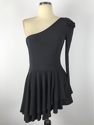 Tek kol asimetrik elbise