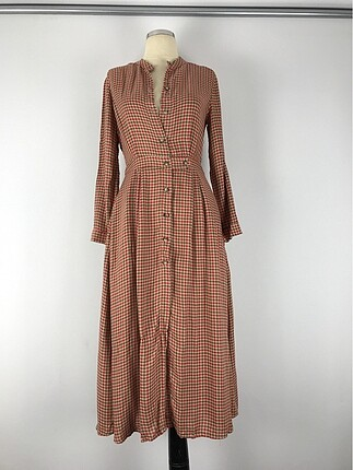 Düğme detaylı uzun elbise