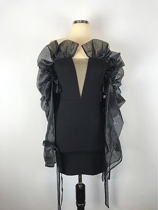 Tül detay elbise