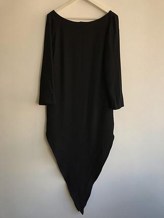 Siyah üçgen elbise