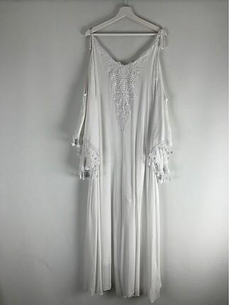 Omuz detaylı elbise