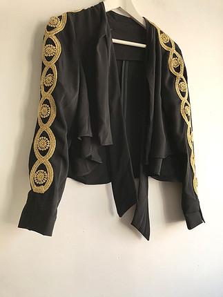 Altın renk detaylı ceket