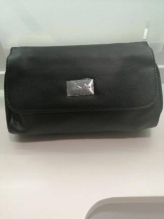 Cerruti 1881 makyaj çantası kol çantanızda taşınılabilir ideal