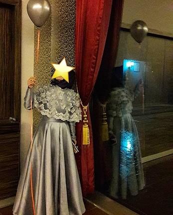 pelerinli uzun elbise