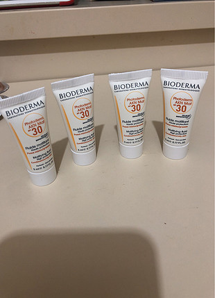 Bioderma AKN mat spf 30 sample