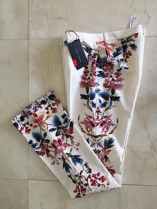 38 Beden Çok şık çiçekli zara pantolon