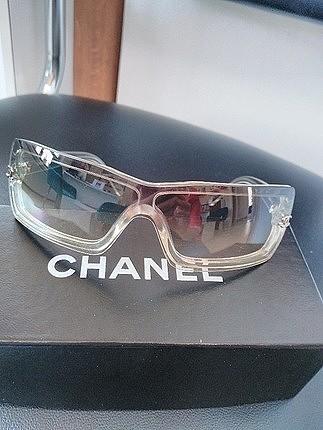 Chanel güneş gözlüğü..