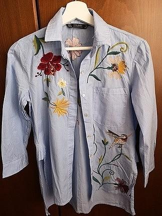 Zara çiçek işlemeli çizgili gömlek