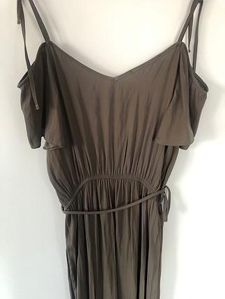 Uzun omuz dekolteli elbise
