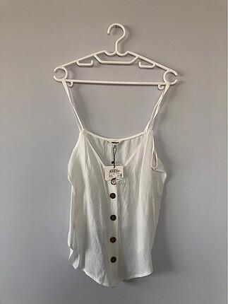 Etiketli Beyaz Bluz