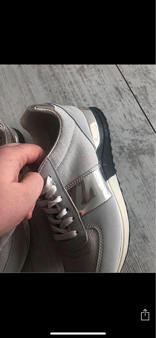 Gümüş reng spor ayakkabı