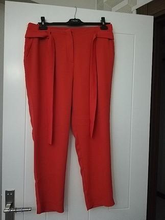 kırmızı beli lastikli pantolon