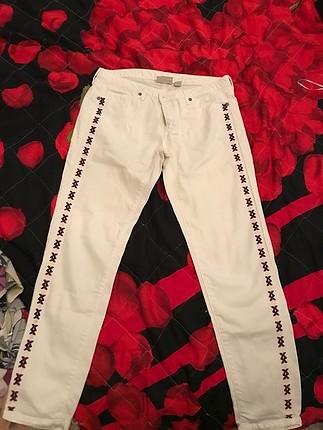 Beyaz işleme pantolon