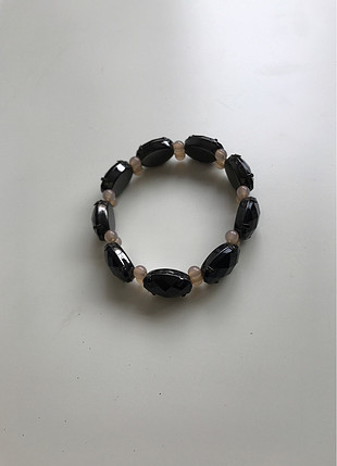 Siyah taşlı bileklik