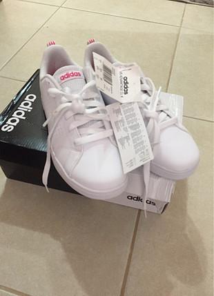 Adidas beyaz spor ayakkabı
