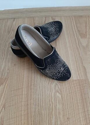 Ayakkabı dünyası siyah taşlı babet