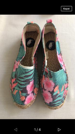 Altı hasır ayakkabı