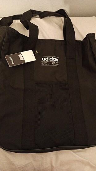 Adidas canta
